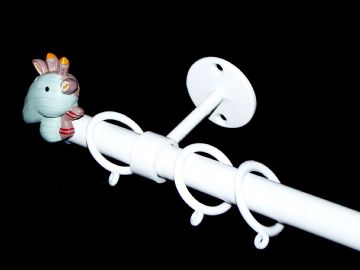1.2m - 2m Childrens Extendable Ceiling  Curtain Pole with GIRAFFE Finials